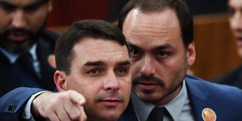 Dão muita importância ao que Carlos fala, diz Flávio Bolsonaro