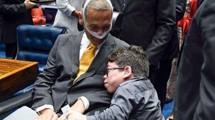 Vídeo:Patrick Teixeira é homenageado pelo general Villas Bôas no Senado Federal