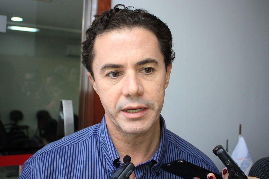 Após dois anos filiado ao PSB, senador Veneziano oficializa retorno aos quadros do MDB