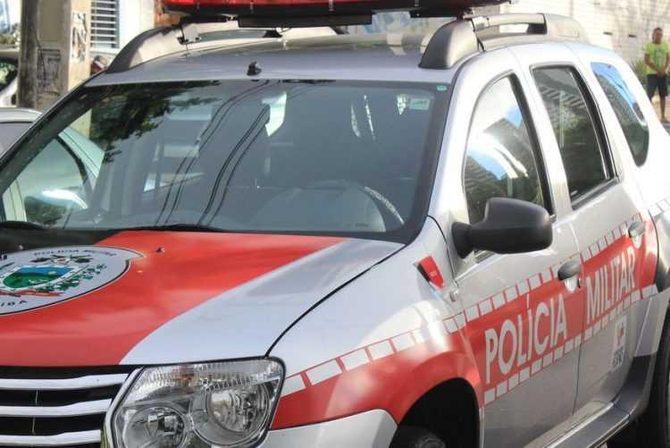 Criança de seis anos atingida por bala perdida segue internada em estado grave