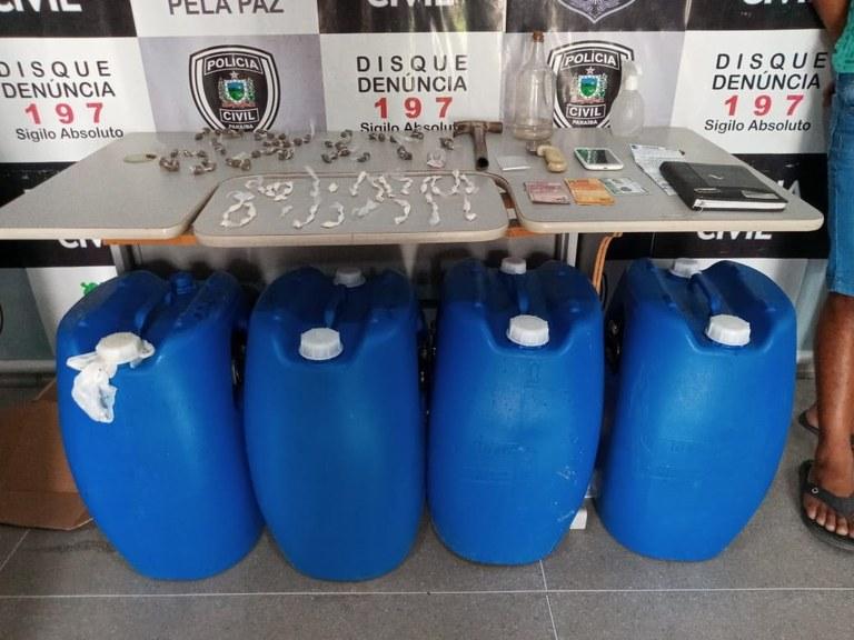 Homem é preso com mais de 100 papelotes de maconha e cocaína e 50 litros de 'loló' em Campina Grande