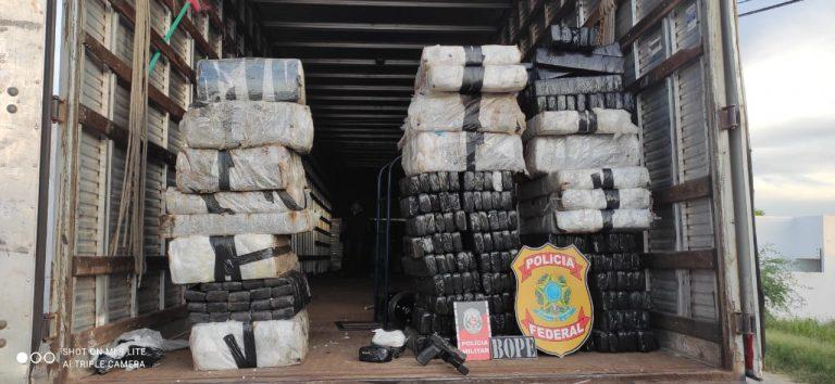 Operação conjunta entre Polícia Federal e Militar intercepta carga com drogas no Sertão