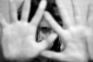 Bandido assalta família no caminho para igreja e estupra jovem, na PB