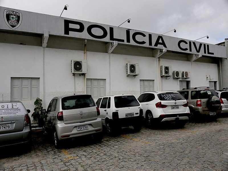Polícia procura suspeito de matar rapaz com 23 facadas em CG