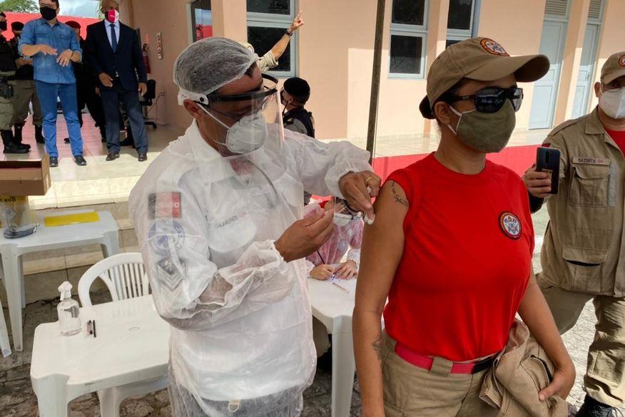 Profissionais da Segurança Pública são vacinados contra Covid-19 nesta segunda-feira na Paraíba