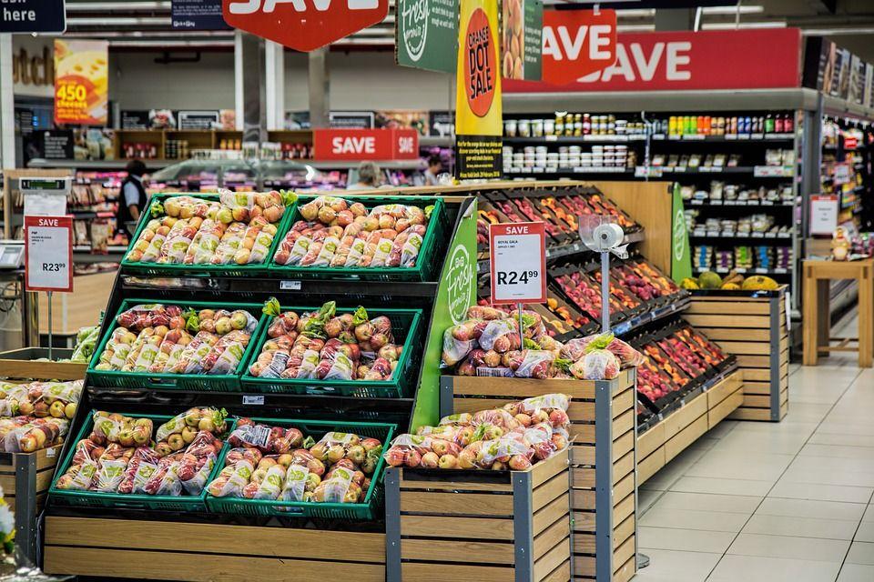 Supermercado deve indenizar consumidora por falsa acusação de furto